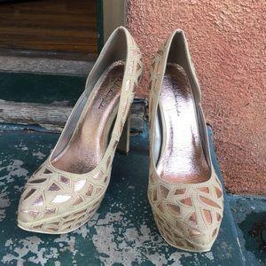 NEW Michael Antonio nude/gold sexy heels Size 8.5